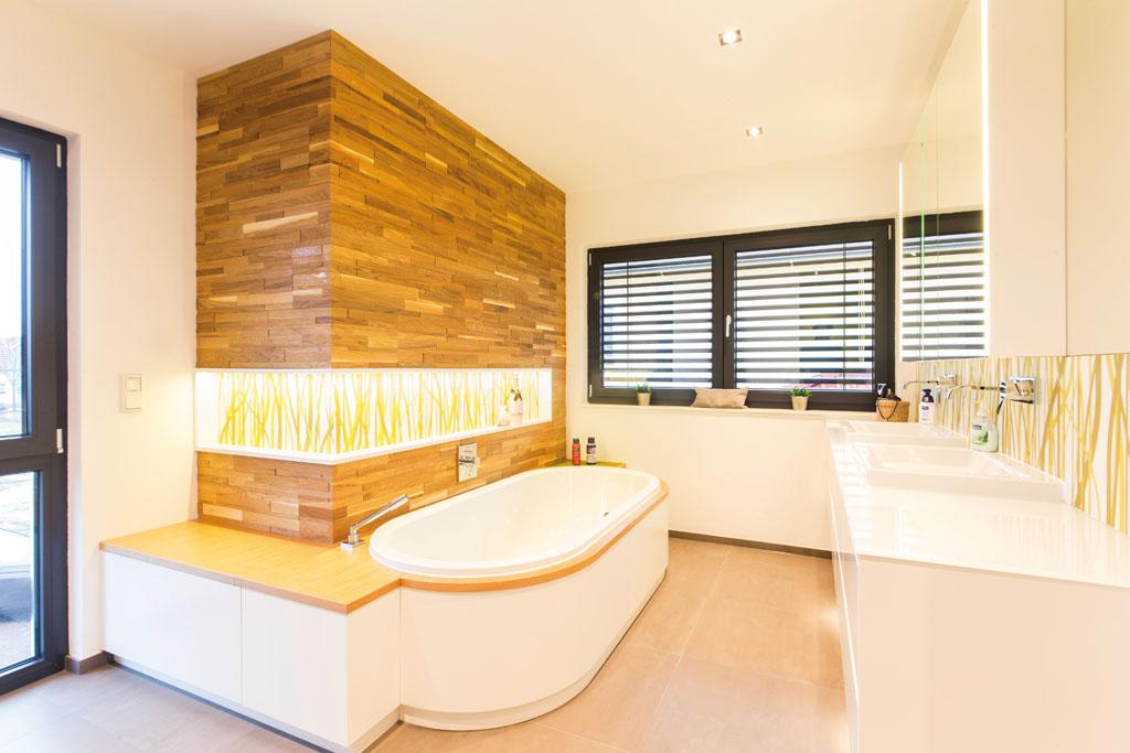 Bad Mit Badewanne Und Waschtisch Sanieren Vom Schreiner Und Architekt Im  Eichenhaus In Aschaffenburg Seligenstadt