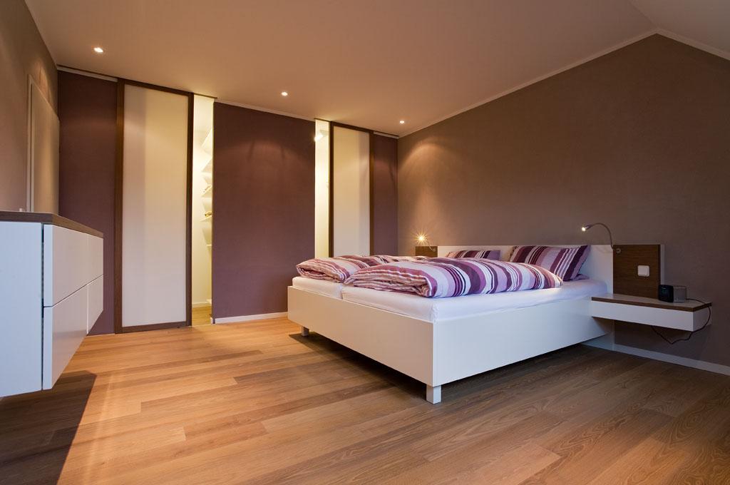 Kleiderschrank und Holzbett vom Schreiner in Aschaffenburg