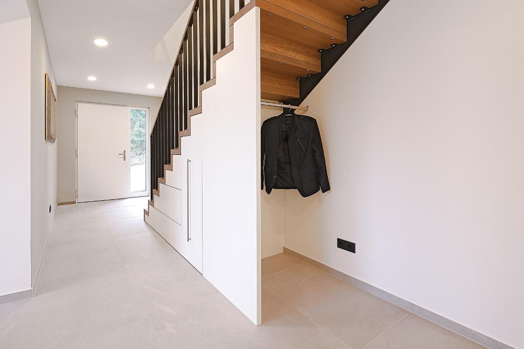 emejing garderobe unter treppe images kosherelsalvador. Black Bedroom Furniture Sets. Home Design Ideas