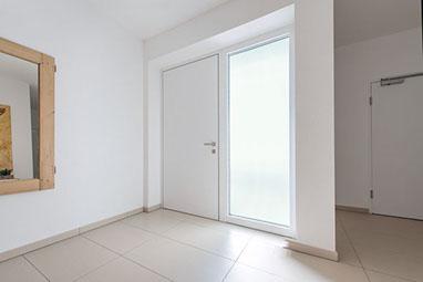Haustüren weiß mit seitenteil  Haustür & Fenster - Fachmann für Sanierung und Neubau