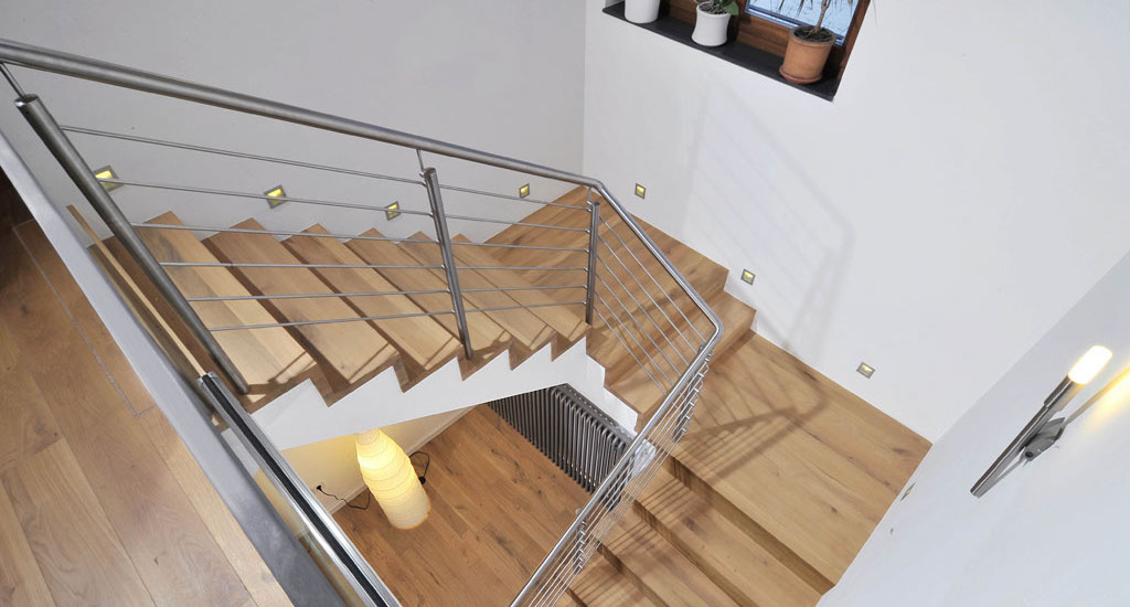 Treppe aus holz & metall   1.000 qm ausstellung in aschaffenburg