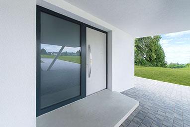 Haustüren modern holz mit seitenteil  Haustür & Fenster - Fachmann für Sanierung und Neubau