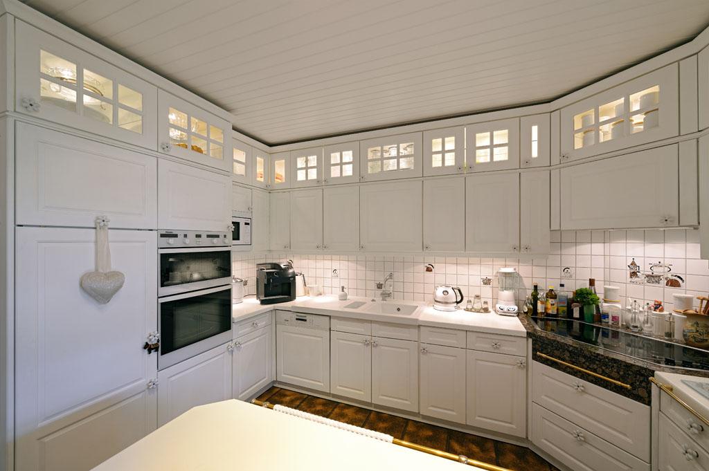 Klassische küche weiß  Küche - 1.000 qm Schreiner-Ausstellung in Aschaffenburg