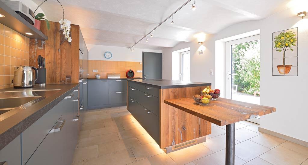 Küche Aus Altholz, Eiche Massiv.