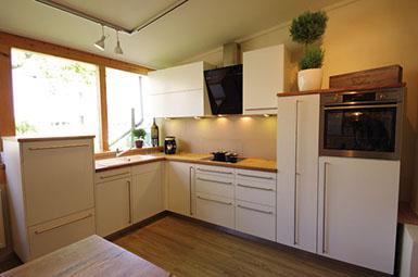 Eine wahre Schreinerküche ganz aus massivem Eichenholz von heimischen ...