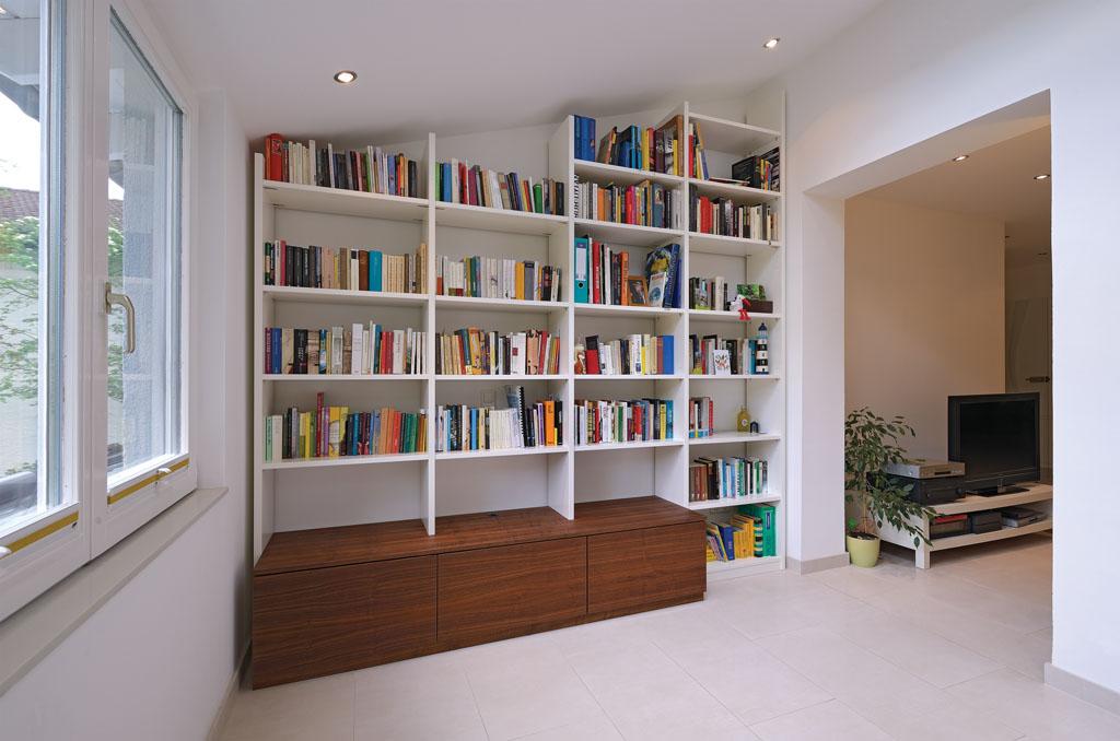 Einbauschrank Bücherregal Massivholz Weiß Lackiert Auf Maß.  Wohnzimmerschrank Mit Schubladen Von Schreiner In Aschaffenburg Alzenau