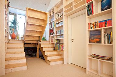 Treppe aus Holz & Metall - 1.000 qm Ausstellung in ...